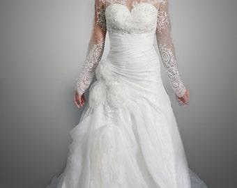 Sweetheart organza white wedding dress with long sleeves detachable lace bolero