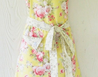 Retro Floral Apron , Yellow , Cottage Chic , Roses , Vintage Style , Country Kitchen , KitschNStyle