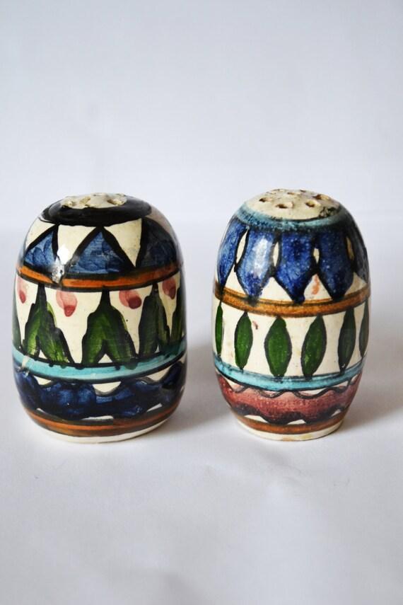 Unique Salt And Pepper Shaker Different Sizes Pair Vintage B1