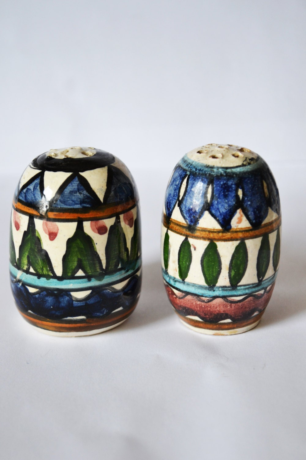 Unique Salt And Pepper Shaker Different Sizes Pair Vintage B1