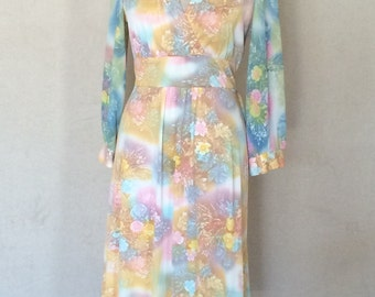 1970s Vintage Pastel Floral Day Dress - Wide Waistband Flattering Fit Plunging Neckline - Pink Blue Yellow - Classic 70s Style - 36 Bust