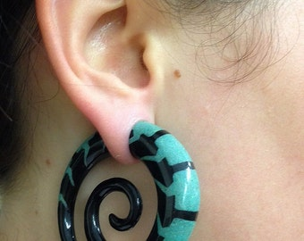 Horn Spiral Ear Stretcher with Turquoise Stone Powder Inlays, Ear gauges, Ear stretchers, Gauges, Gauge Earrings, Organic ear stretchers