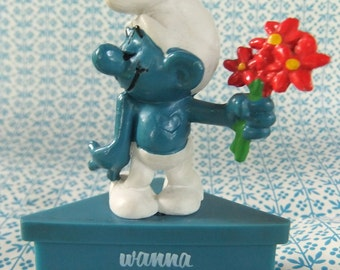 "Smurf-A-Gram ""Wanna Smurf Around?"" on Blue Stand Display Cake Topper Collectible Smurf"