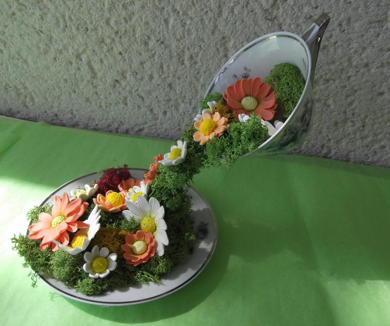 Composition florale originale tasse volante - Comment faire composition florale avec mousse ...