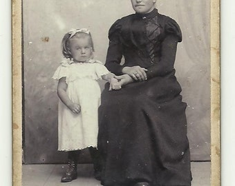 Woman and girl in vintage dress Photo Victorian cdv