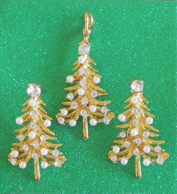 Vintage Christmas Tree Set, Christmas in July, Vintage, Rhinestone & Faux Pearl Pendant, Pierced Earrings