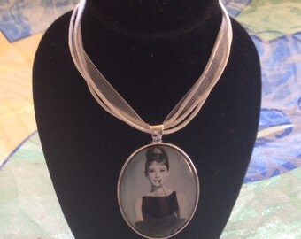 Audrey Hepburn 'Breakfast At Tiffany's' Cameo Necklace
