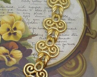 Metropolitan Museum Gold Overlay Link Bracelet    MBF15