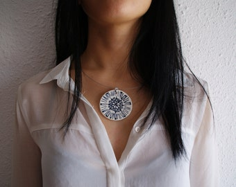 Rosette. Porcelain necklace.