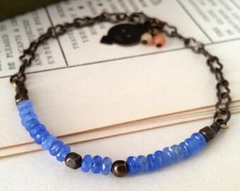 Blue agate bracelet. Dainty gemstone bracelet. Minimalist jewelry. Royal blue jewelry. Blue stone bracelet. Blue bracelet.  Agate jewelry.