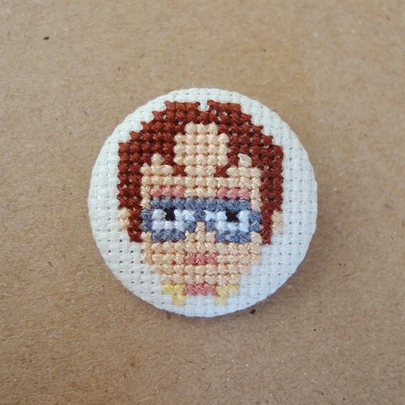 The Office cross stitch 31mm pinback button - Dwight Schrute - Embroidered geek brooch