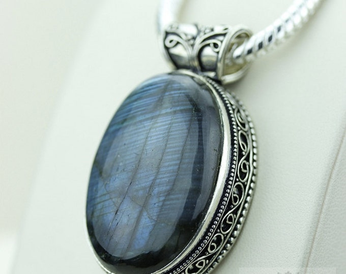 Blue Fire LABRADORITE 925 S0LID Sterling Silver Vintage Style Setting Pendant + 4mm Snake Chain & Free Worldwide Shipping p2554