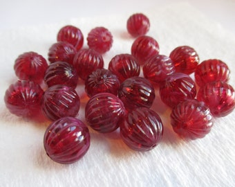 Package of 20 Ribbed Cranberry & Cream Marbleized Plastic Beads. Item:BC818444
