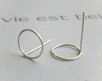 Circles Stud Earrings // Sterling Silver Circle Post Earrings // Dainty Open Circle Stud Earrings // round circle post earrings in silver