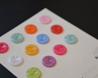 12 Multicoloured Plastic Flower Buttons 1/2 Inch