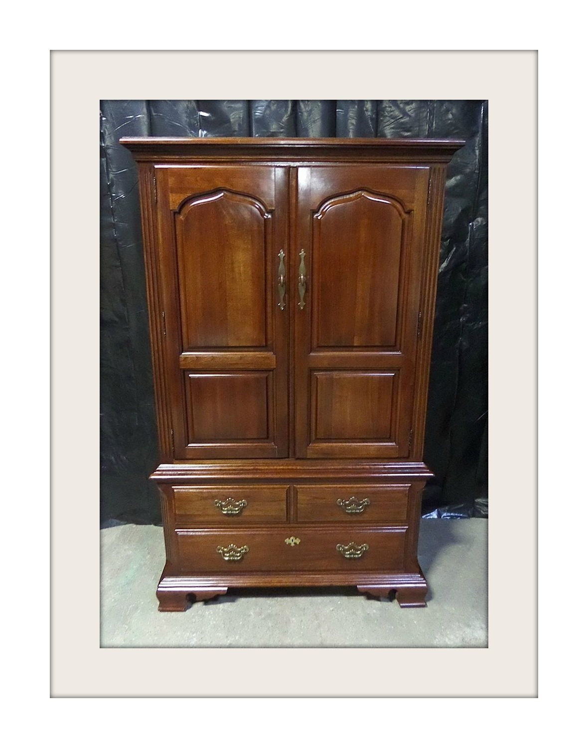 thomasville traditional style armoire. Black Bedroom Furniture Sets. Home Design Ideas