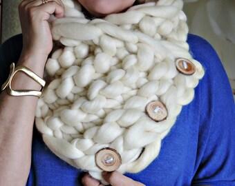 Super Chunky infinity scarf, chunky yarn, Australian merino knit scarf, super bulky scarf, Scarf with buttons