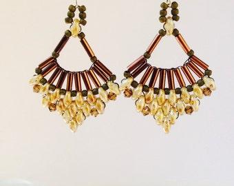 White picaso fan earrings