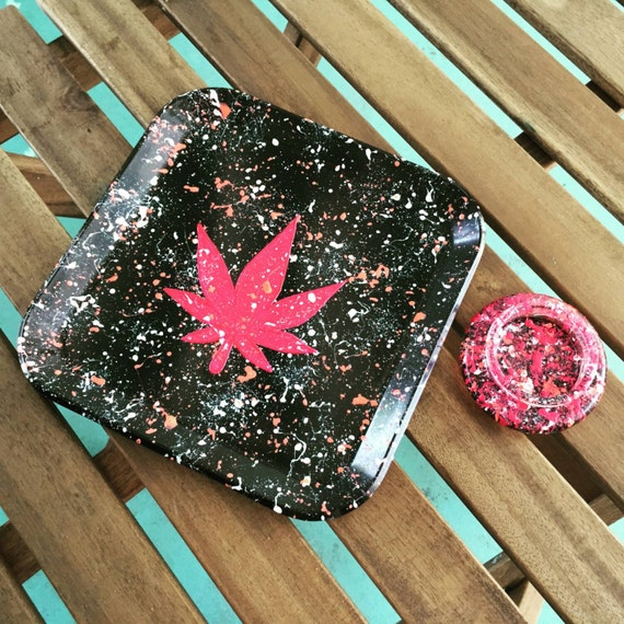 Marijuana Leaf Splatter Rolling Tray And Mini Ashtray Set