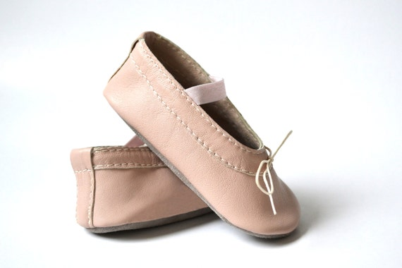 Handmade soft sole leather baby shoes Baby girl by MiniMos