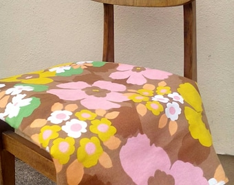 Psychedelic 60s flower power canvas type fabric - groovy baby!