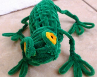Cute Frog Pipe Cleaner Sculpture