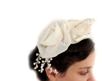 Fascinator – Bridal  Beautifying your hair fascinator The two ivory flowers for bridal  ivory & Wild Flowers Fascinator – Bridal Perfection!