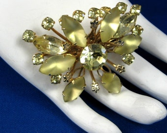 Yellow Rhinestones Gold Fleur de Lis Brooch Pin 1950s Pin Starburst French Elan Party Prom