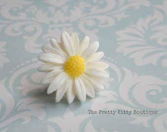 Pretty Daisy Pin