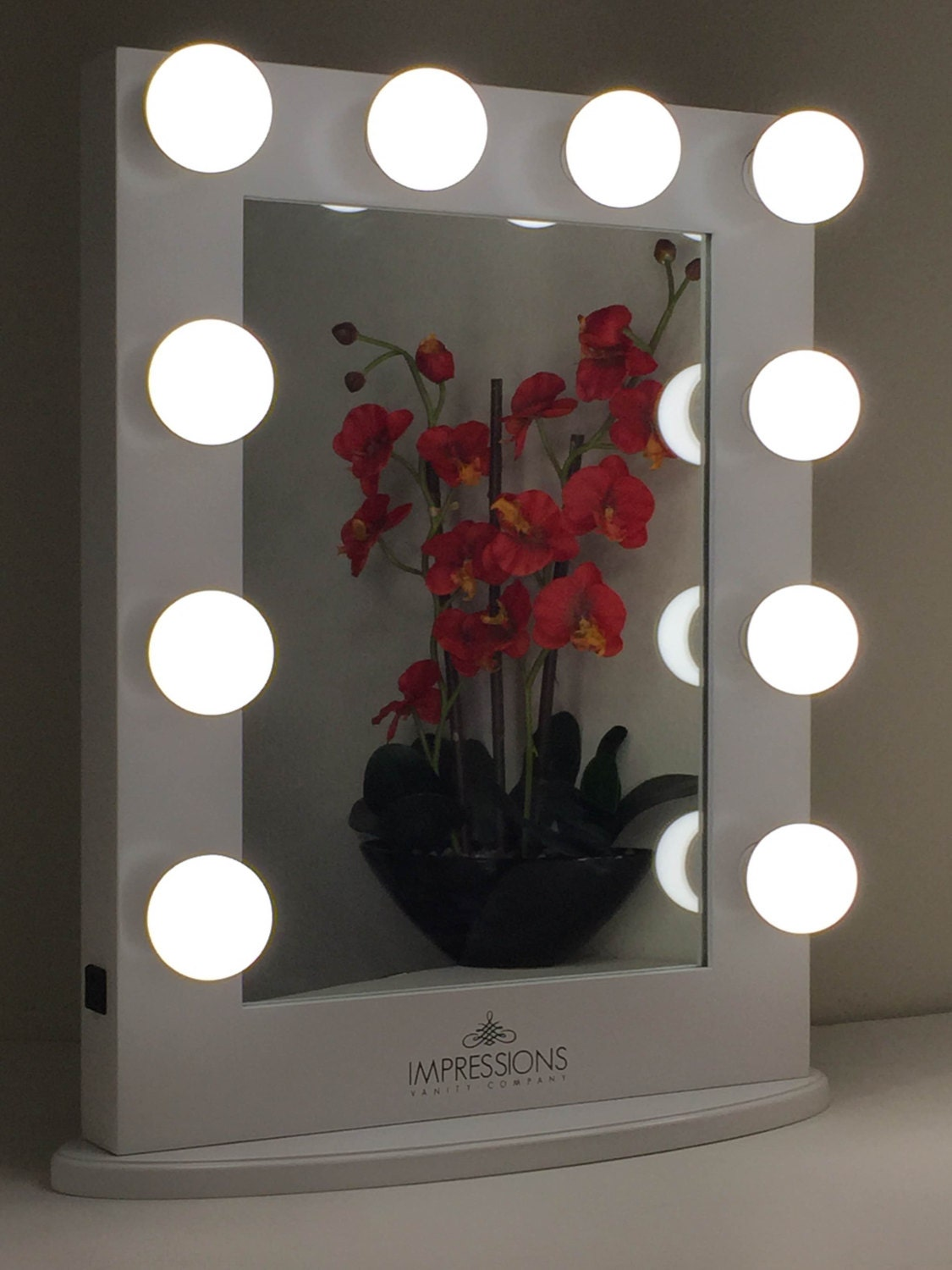 Lighted Vanity Mirror Large : Hollywood Classic Lighted Make Up Vanity by ImpressionsVanityCo