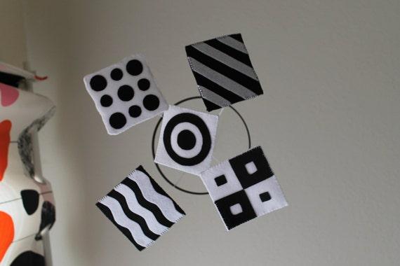 schwarz wei baby mobile f r s uglinge. Black Bedroom Furniture Sets. Home Design Ideas