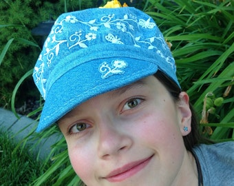 Newsboy hat with embroidered flowers