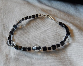 Black and clear glass beaded bracelet