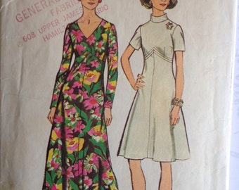 Vintage 1970s Simplicity 5850 Sewing Pattern for Flared Women's Dress