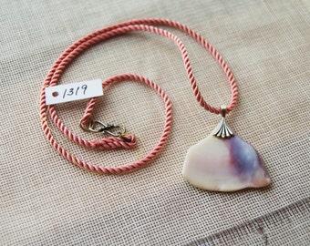 1319 Shell Necklace w/ Fan Bail