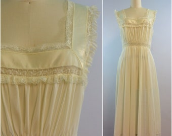 1950s Fischer Heavenly Lingerie Waltz Gown Ivory Ribbon and Lace Nylon Night Gown Size M