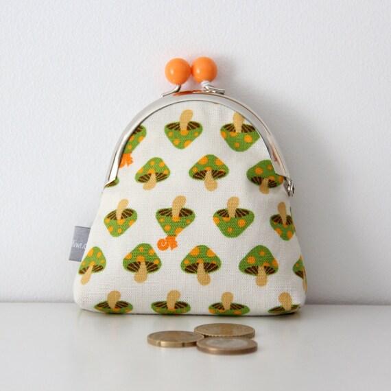 Metal frame coin purse - mushrooms - squirrel - orange - green - shopping - change - retro - girly -- Kiclac Mushrooms Green