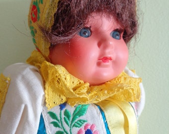 VINTAGE ethnic dress pretty souvenir doll