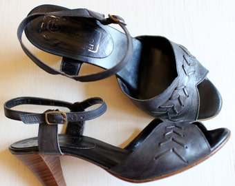 Navy Blue Leather Sandals, Bandolino, Size 6, 1980, Made in Italy, Gently Worn, Classic, Good Vibes and Fond Memories