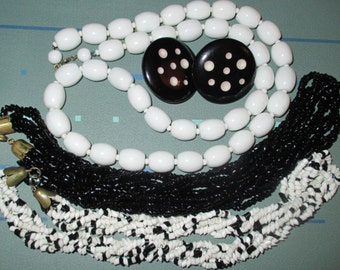 Only 5 Bucks......Vintage MOD 60s Black and White Glass Bead Necklace LOT