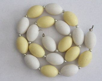 SALE - Vintage yellow and white beaded necklace - NEEDS clasp