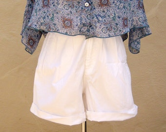 Vintage high waisted shorts / white cotton shorts / pleats buttons cuffs pockets / size 2 xs small