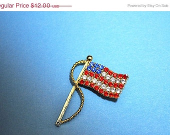 ON SALE VINTAGE Gold, Red, White and Blue Rhinestone, Waving American Flag Brooch Pin, Sparkling Fireworks! #E112B
