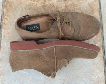 Suede Oxfords .  Bass .   Sz. 9 US  . Suede Brogues by Bass . tan suede oxfords . brogues . Bass oxfords