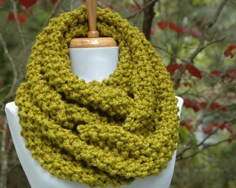 Green Knit Infinity Scarf, Chunky Scarf, Circle Scarf, Hand Knit Infinity Scarf, Women Scarves, Knitted Winter Scarf, Knitted Wool Scarf