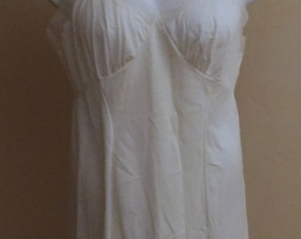 Nylotrique Penneys vintage NWT full slip off white 38 Average sheer & edging