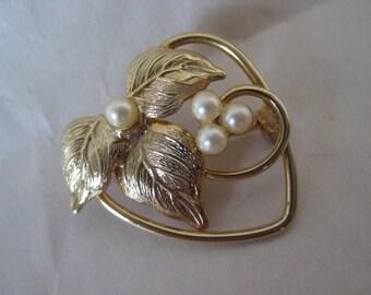 Heart Gold Pearl Brooch Leaves Vintage Pin