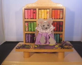 Felt Mouse in her Quilt Shop!  DISCONTINUED. 20.00