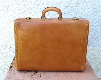 Vintage Gorgeous Hartmann Knocabout Overnight Suitcase or Briefcase, with Khaki Interior, 2 Divider Panels