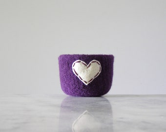 felted wool bowl  -  dark purple wool with off white eco felt heart - ring holder, anniversary gift - ring bowl - romantic